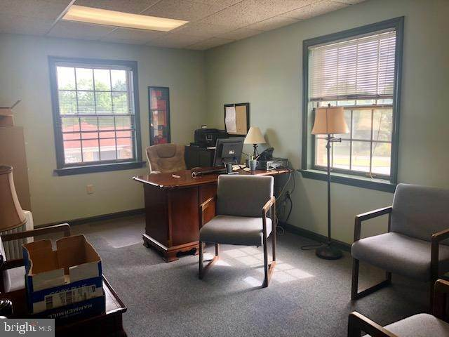 Commercial at 1821 OREGON PIKE #214 Lancaster, Pennsylvania 17601 United States