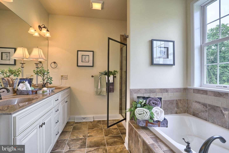 18. Residential for Sale at 119 STILLCREEK RD #55 Millersville, Pennsylvania 17551 United States
