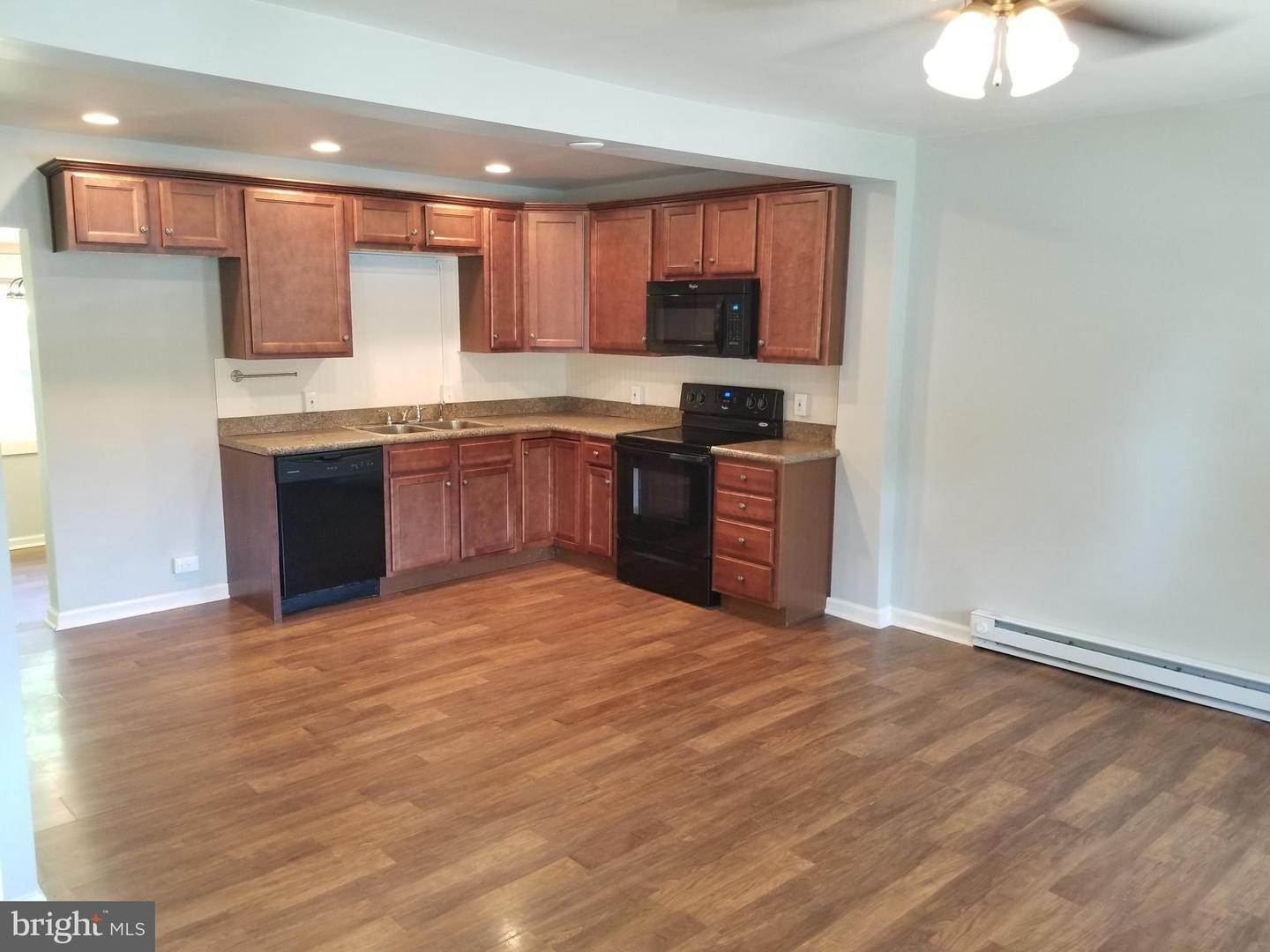4. Residential for Sale at 655 S CHIQUES Road Manheim, Pennsylvania 17545 United States