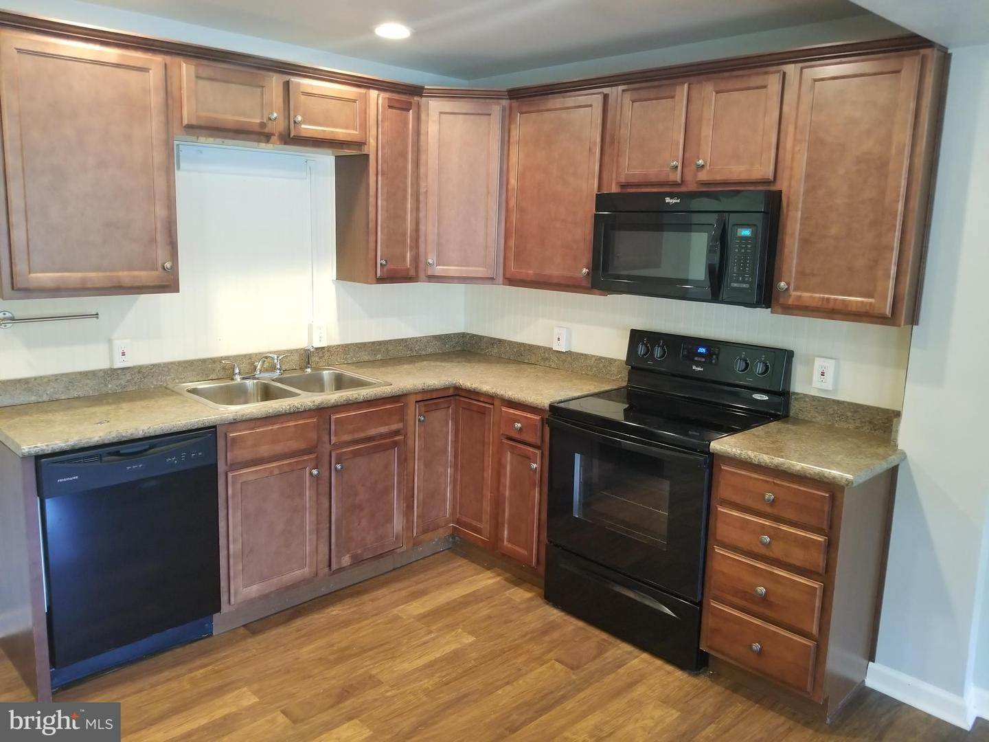 5. Residential for Sale at 655 S CHIQUES Road Manheim, Pennsylvania 17545 United States