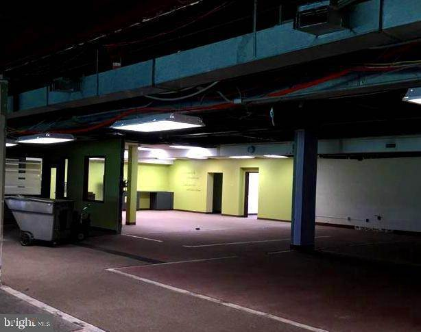 4. Commercial at 1000 NEW HOLLAND AVE #BUILDING 12 Lancaster, Pennsylvania 17601 United States