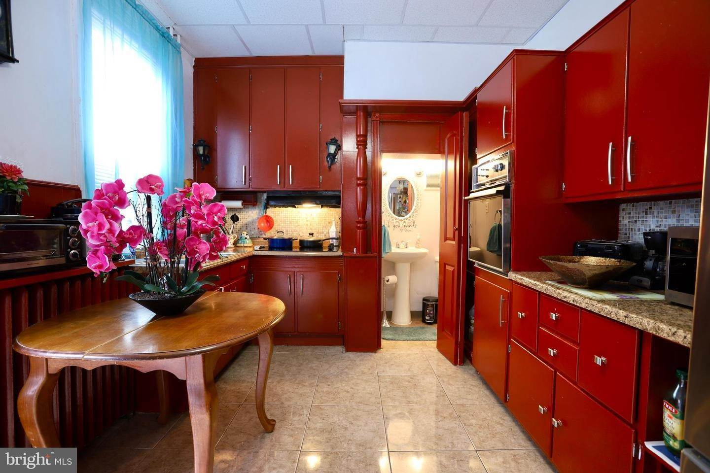 6. Residential for Sale at 405 SAINT JOSEPH Street Lancaster, Pennsylvania 17603 United States