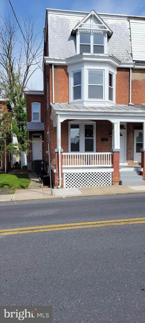 2. Residential for Sale at 8 N 6TH Street Denver, Pennsylvania 17517 United States