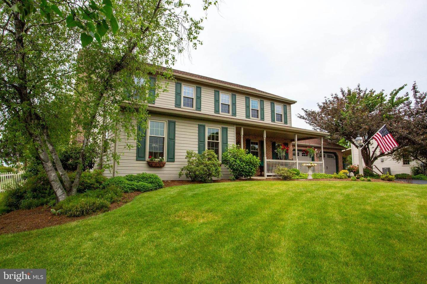 3. Residential for Sale at 1442 HAY FIELD Drive East Earl, Pennsylvania 17519 United States