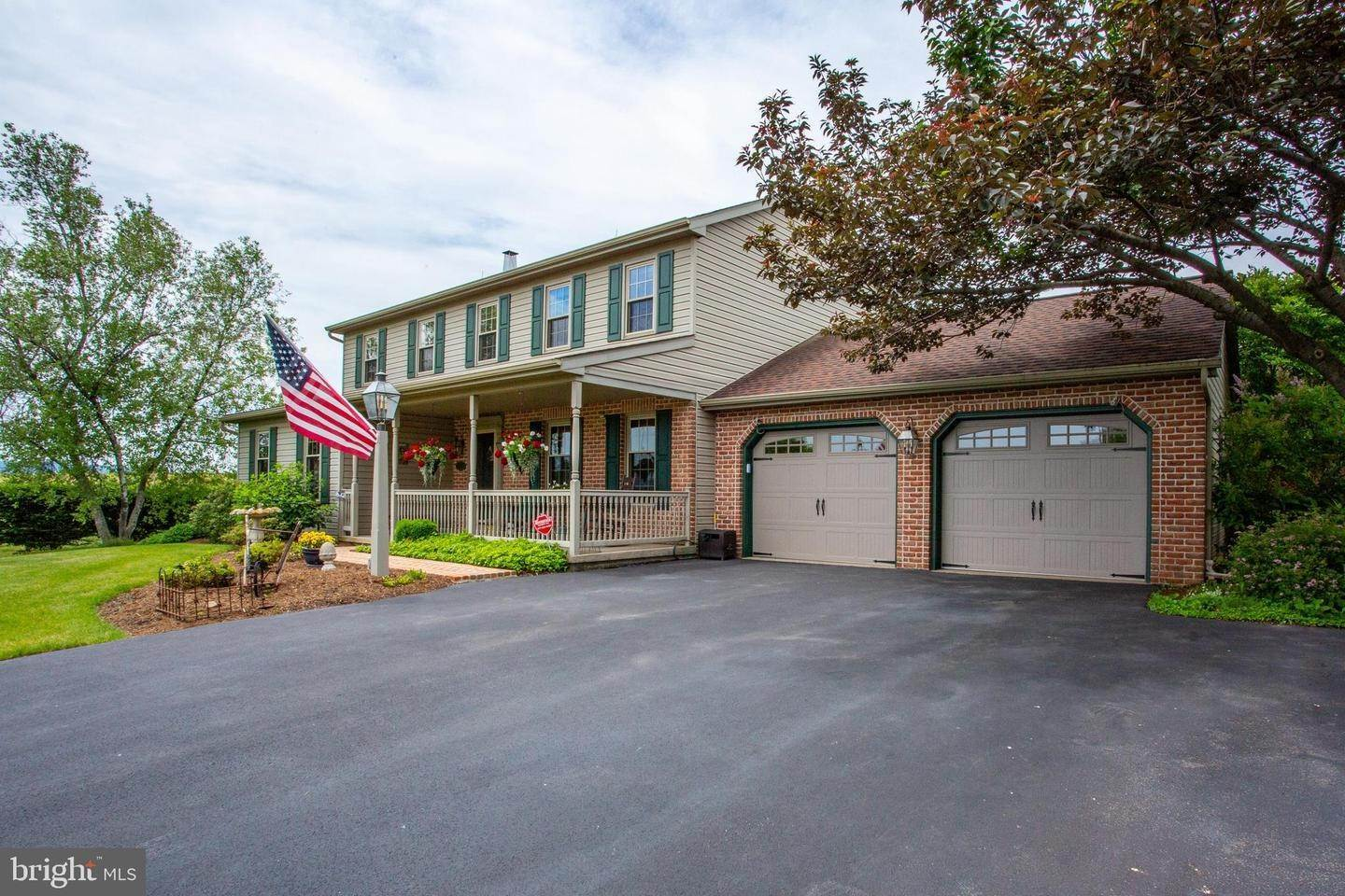 4. Residential for Sale at 1442 HAY FIELD Drive East Earl, Pennsylvania 17519 United States