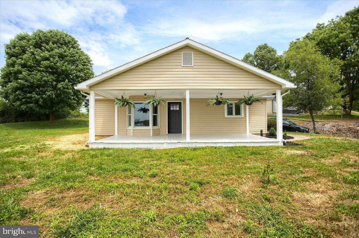 4. Residential for Sale at 4 HARTWICKE Drive Quarryville, Pennsylvania 17566 United States