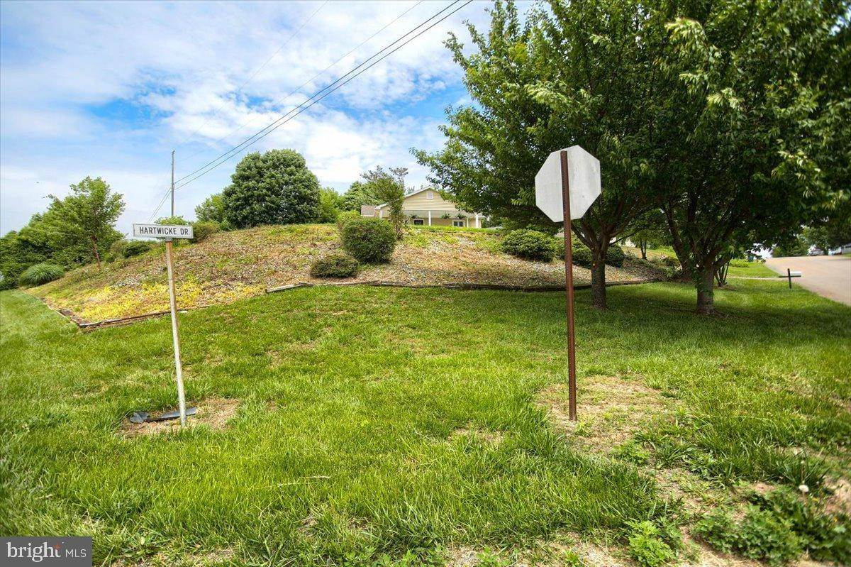 7. Residential for Sale at 4 HARTWICKE Drive Quarryville, Pennsylvania 17566 United States