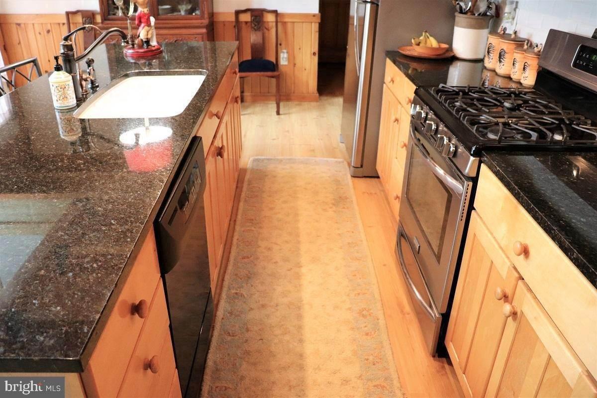 19. Residential for Sale at 1814 MANSION Lane Mount Joy, Pennsylvania 17552 United States