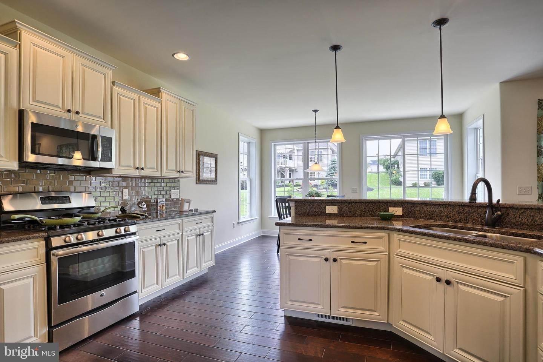 17. Residential for Sale at 119 STILLCREEK RD #55 Millersville, Pennsylvania 17551 United States