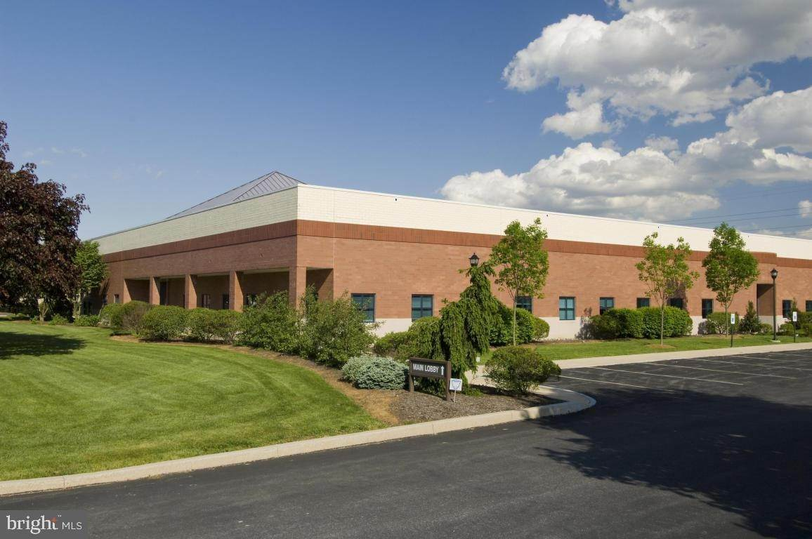 Commercial at 1808 COLONIAL VILLAGE LN #102 Lancaster, Pennsylvania 17601 United States