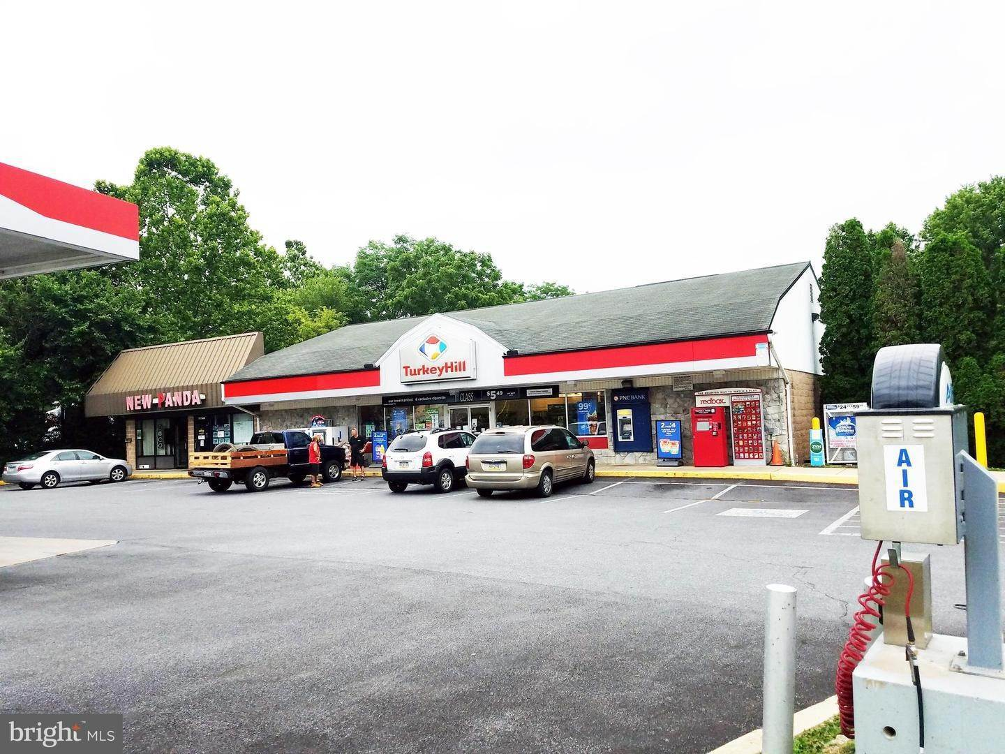 Commercial for Sale at 3583-3585 ROTHSVILLE Road Ephrata, Pennsylvania 17522 United States