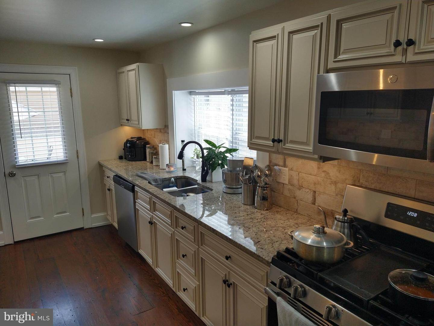2. Residential for Sale at 219 N LIME Street Lancaster, Pennsylvania 17602 United States