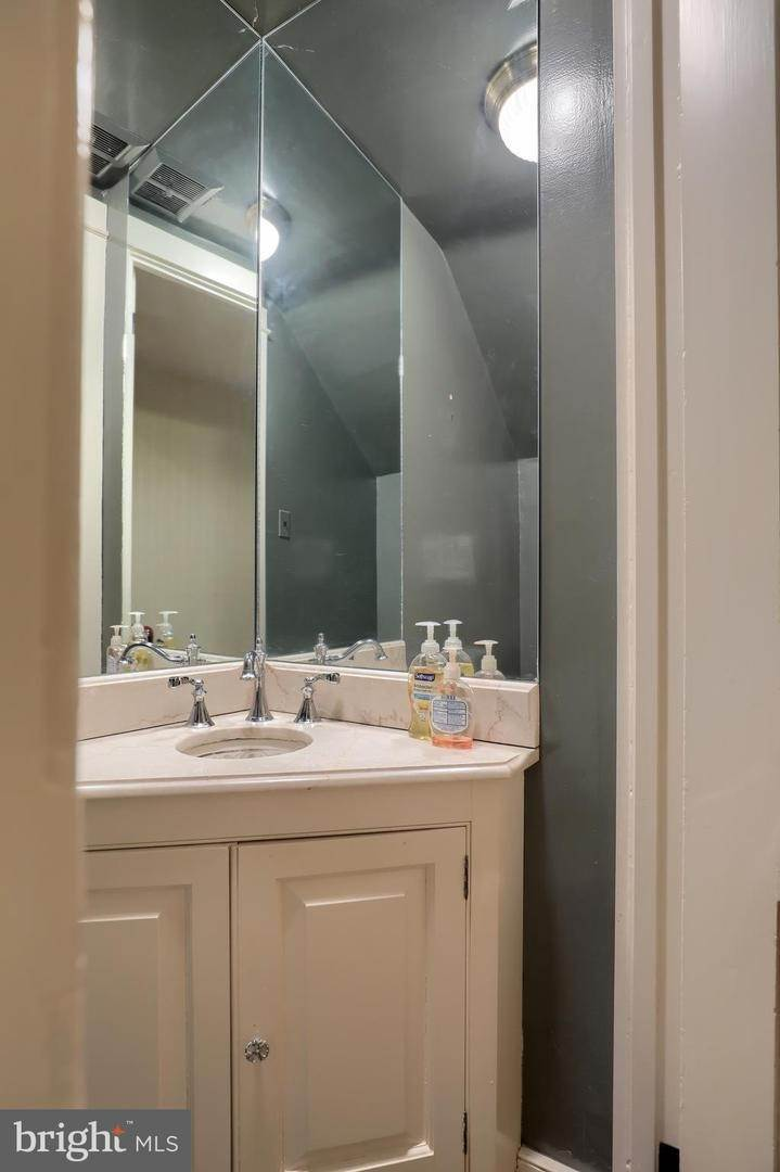 11. Residential for Sale at 40 N LIME Street Lancaster, Pennsylvania 17602 United States
