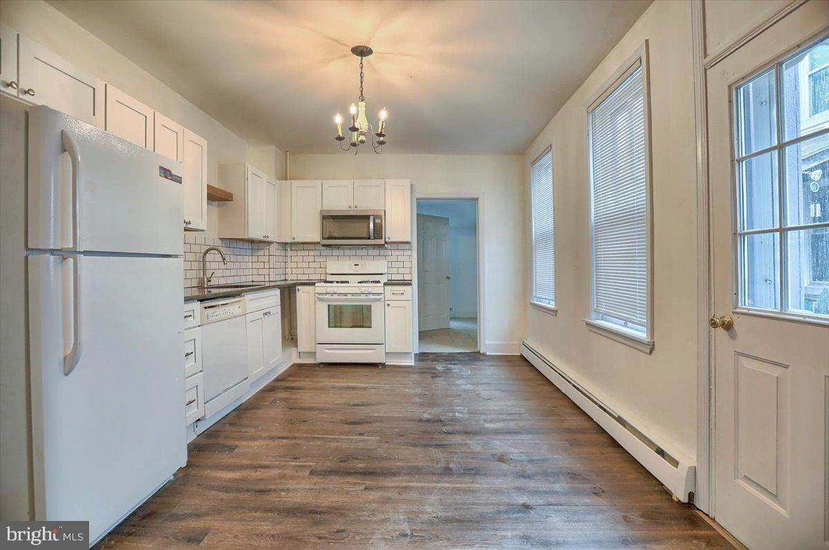 5. Residential for Sale at 133 N 7TH Street Columbia, Pennsylvania 17512 United States