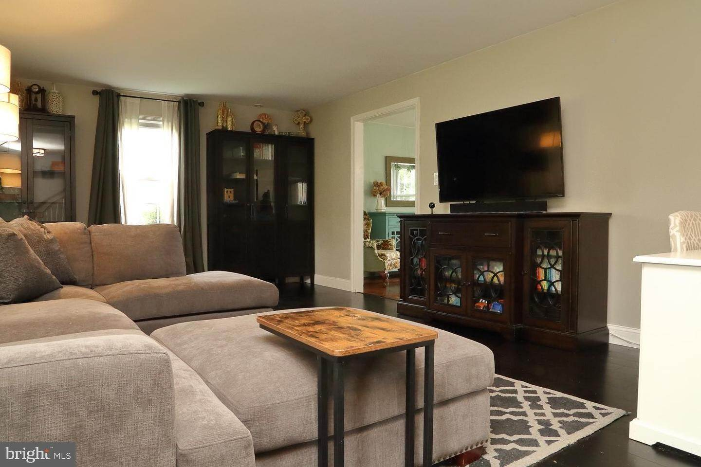 3. Residential for Sale at 44 BLAINE Avenue Leola, Pennsylvania 17540 United States