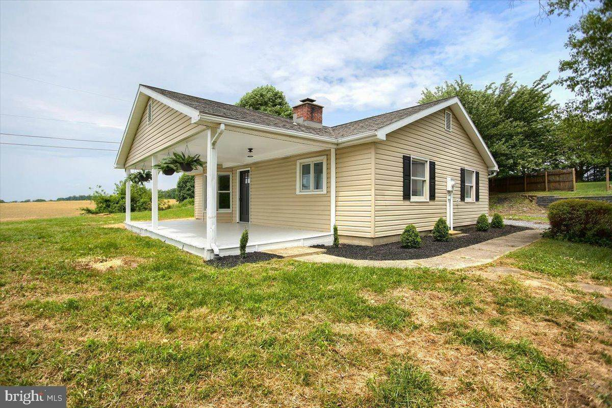 3. Residential for Sale at 4 HARTWICKE Drive Quarryville, Pennsylvania 17566 United States
