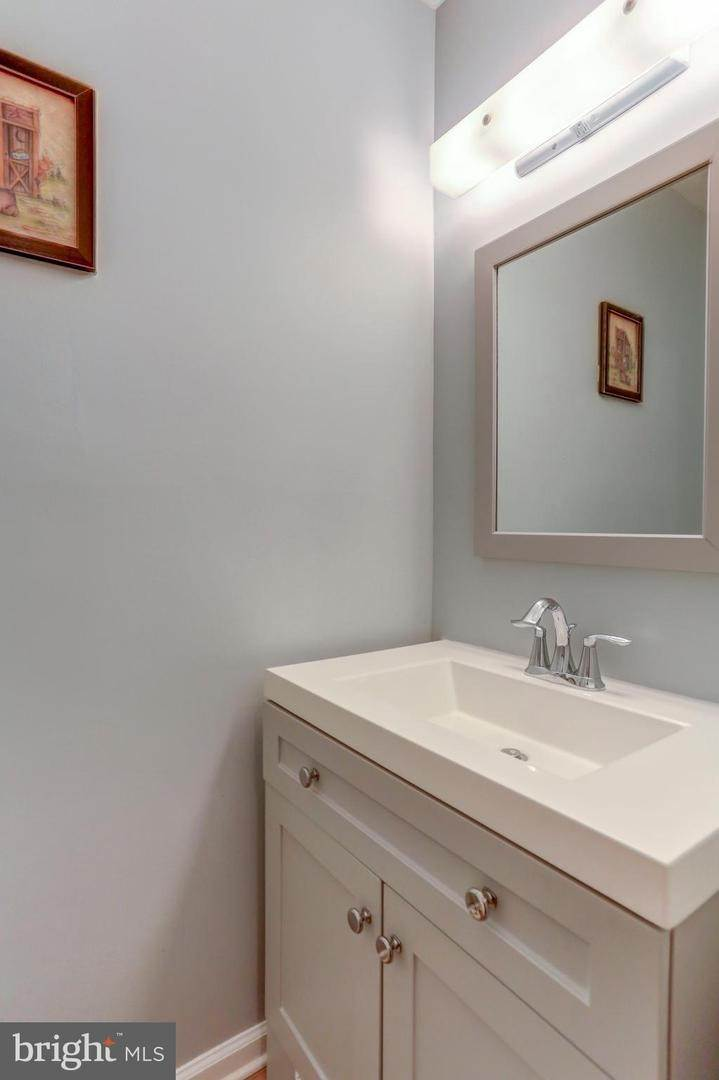 13. Residential for Sale at 6 AMBER Court Millersville, Pennsylvania 17551 United States