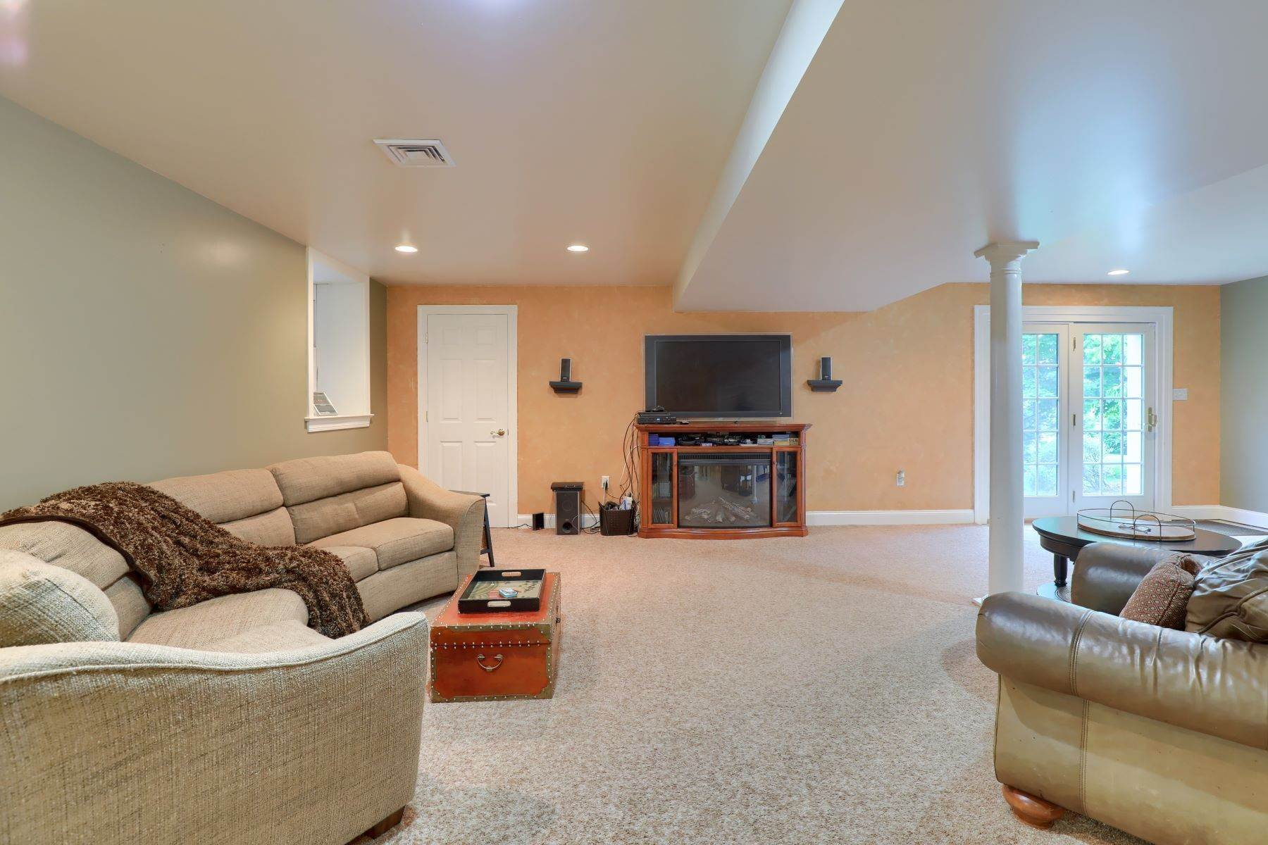 35. Single Family Homes for Sale at 195 W Millport Road Lititz, Pennsylvania 17543 United States