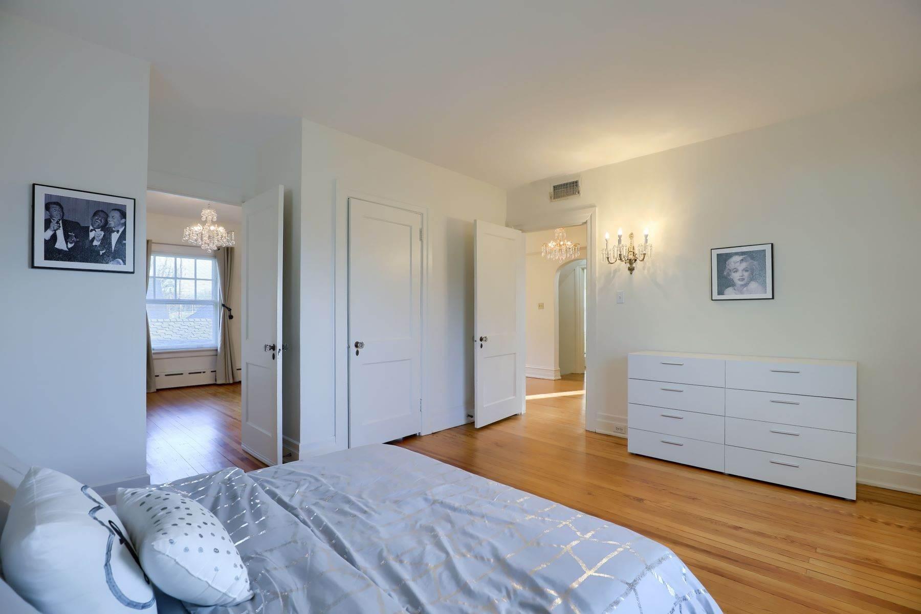 27. Single Family Homes for Sale at 206 E Granada Ave Hershey, Pennsylvania 17033 United States
