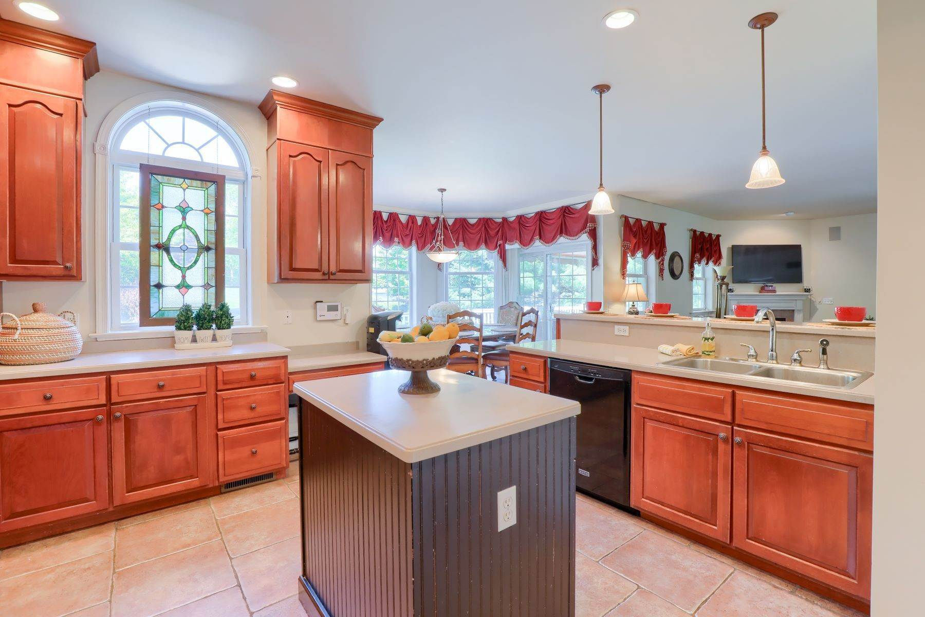 14. Single Family Homes for Sale at 195 W Millport Road Lititz, Pennsylvania 17543 United States