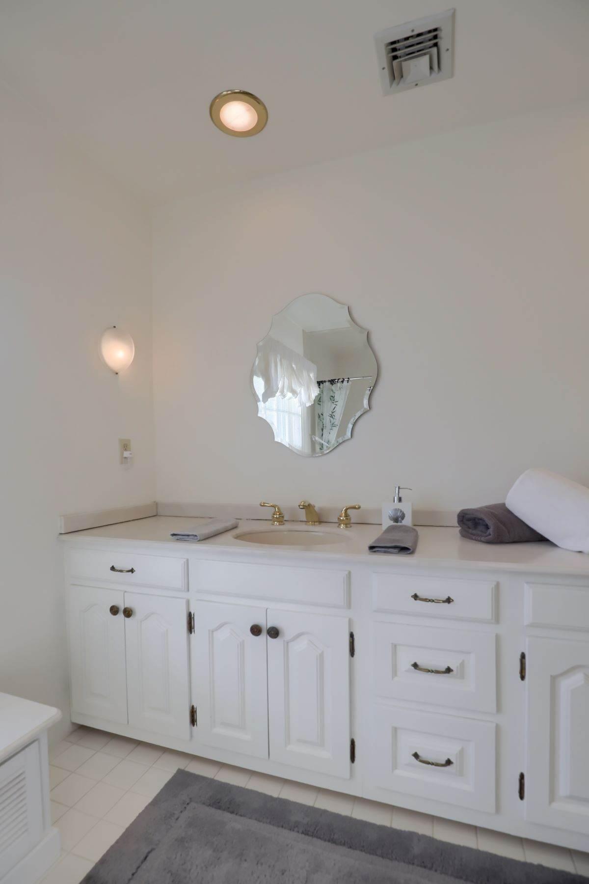 31. Single Family Homes for Sale at 206 E Granada Ave Hershey, Pennsylvania 17033 United States