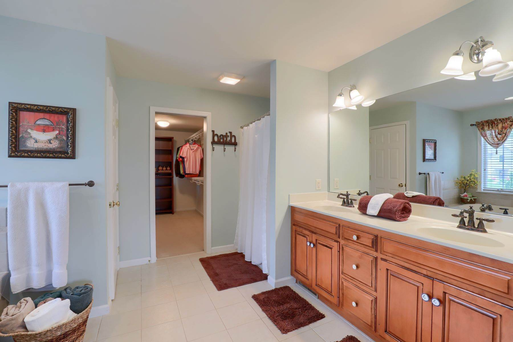 23. Single Family Homes for Sale at 18 Jared Place Lititz, Pennsylvania 17543 United States