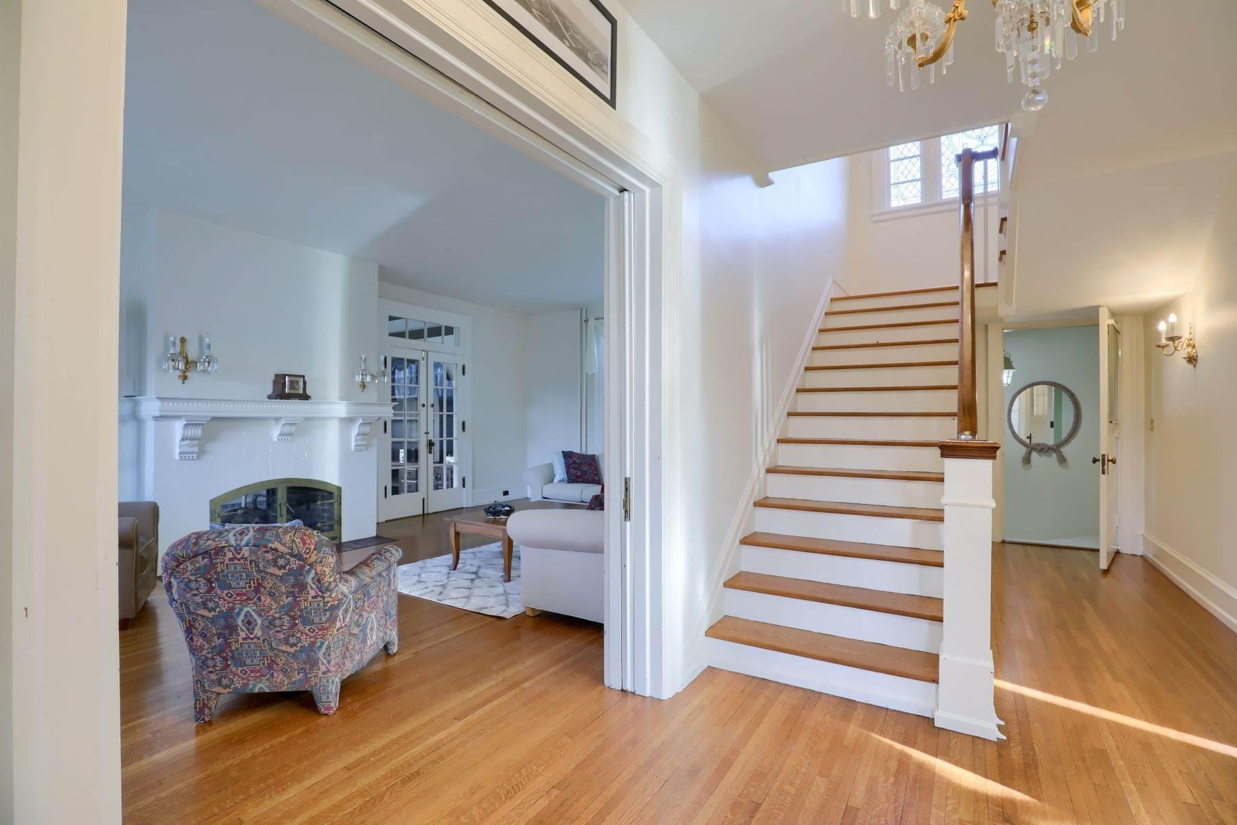 11. Single Family Homes for Sale at 206 E Granada Ave Hershey, Pennsylvania 17033 United States