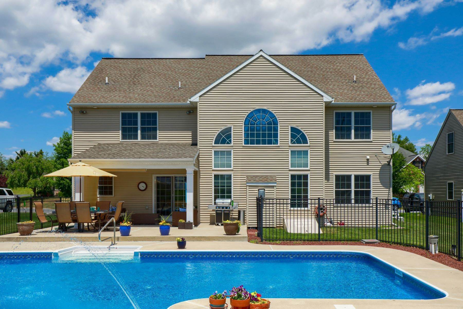 41. Single Family Homes for Sale at 18 Jared Place Lititz, Pennsylvania 17543 United States