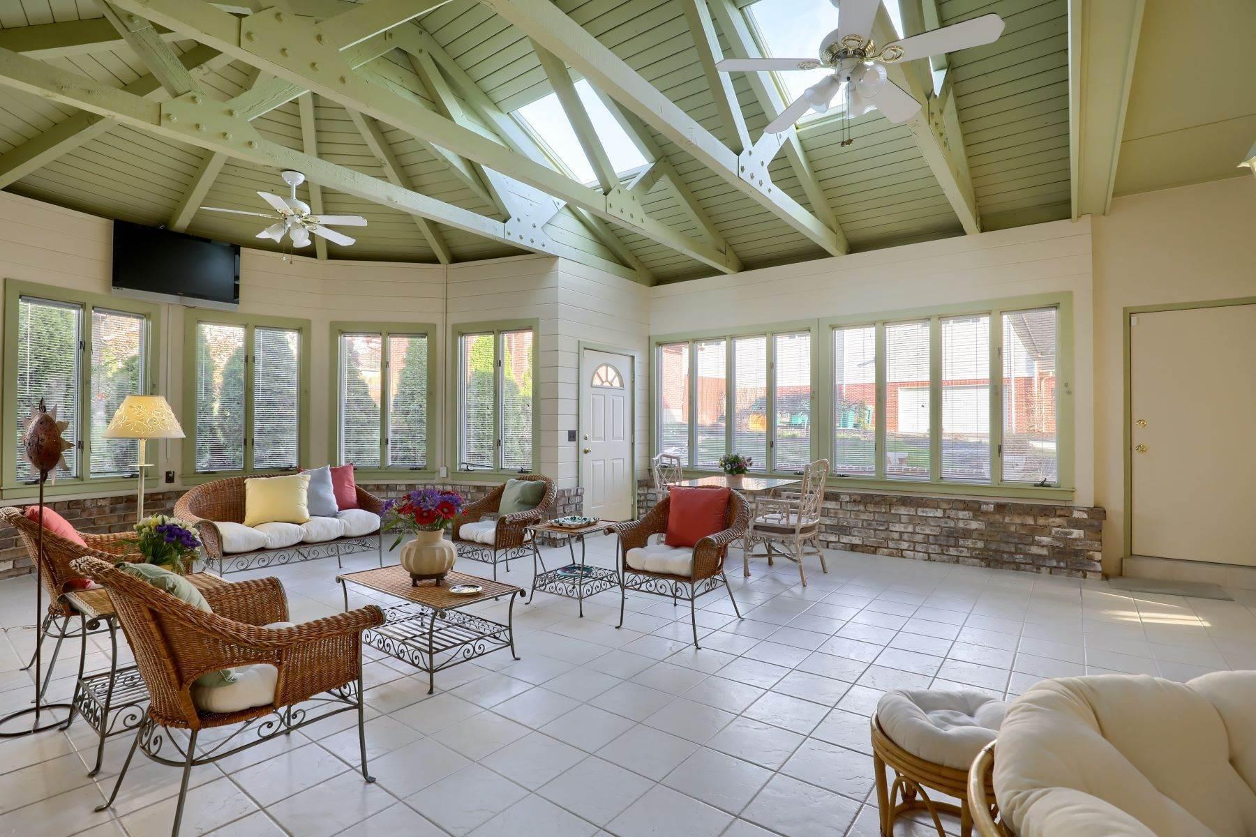 20. Single Family Homes for Sale at 206 E Granada Ave Hershey, Pennsylvania 17033 United States