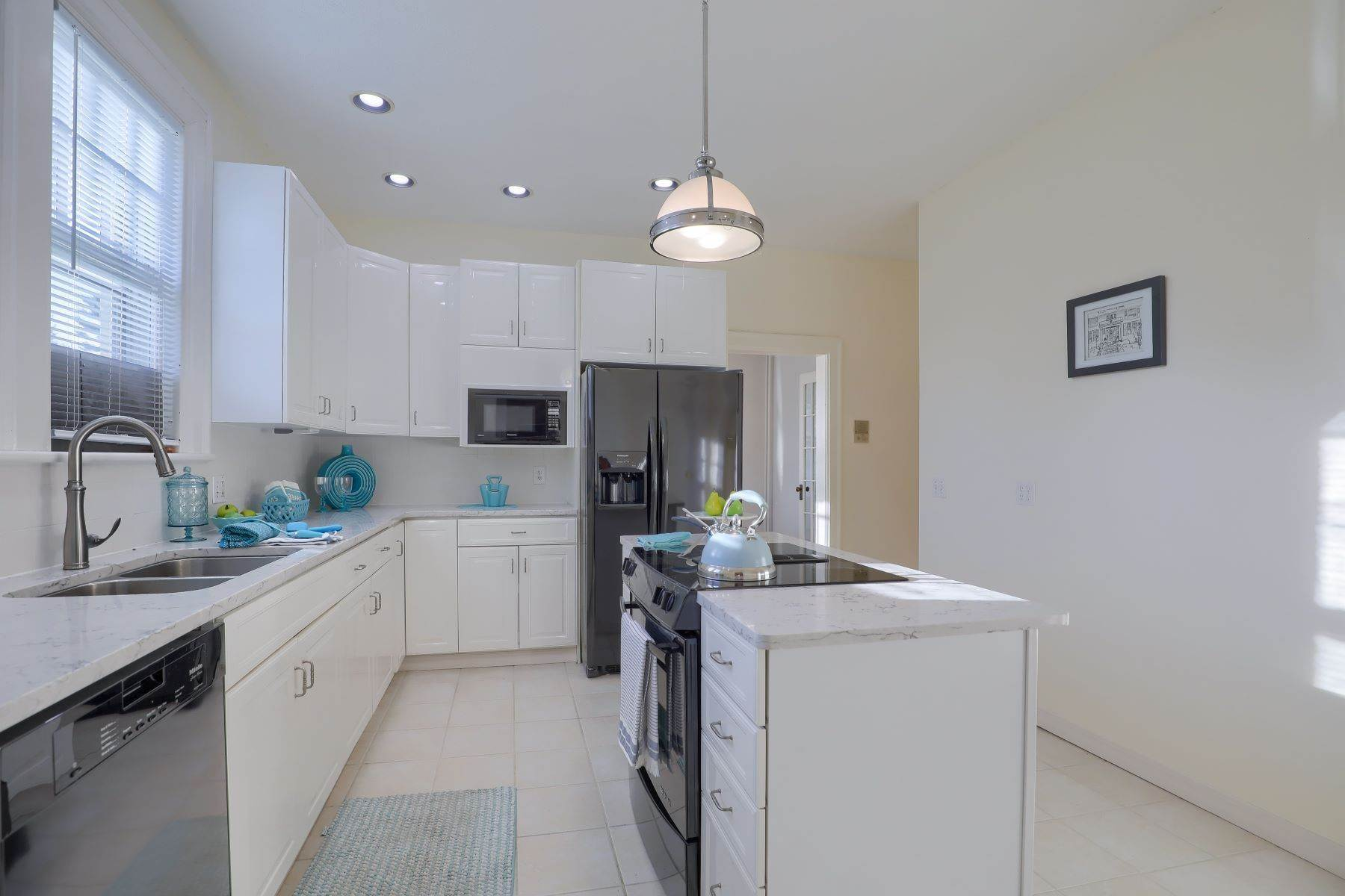 15. Single Family Homes for Sale at 206 E Granada Ave Hershey, Pennsylvania 17033 United States