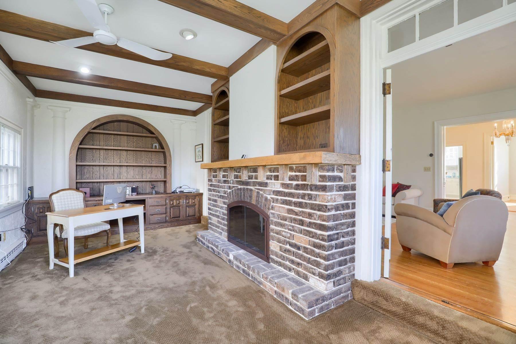 13. Single Family Homes for Sale at 206 E Granada Ave Hershey, Pennsylvania 17033 United States