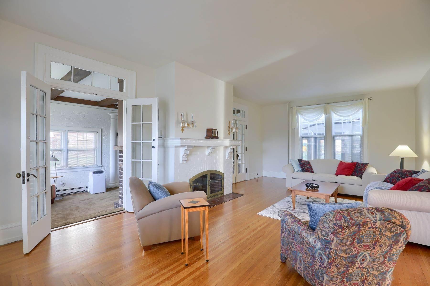 12. Single Family Homes for Sale at 206 E Granada Ave Hershey, Pennsylvania 17033 United States