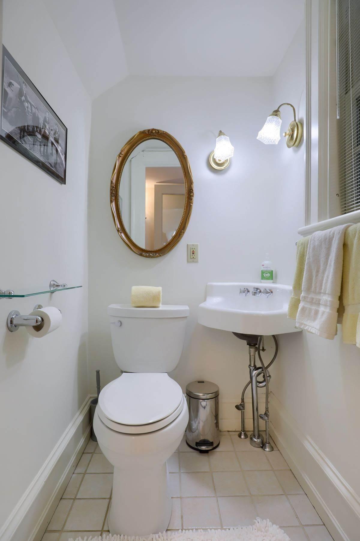 23. Single Family Homes for Sale at 206 E Granada Ave Hershey, Pennsylvania 17033 United States
