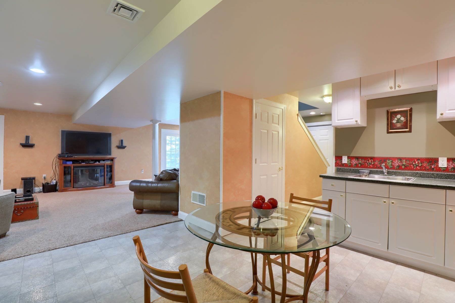 37. Single Family Homes for Sale at 195 W Millport Road Lititz, Pennsylvania 17543 United States