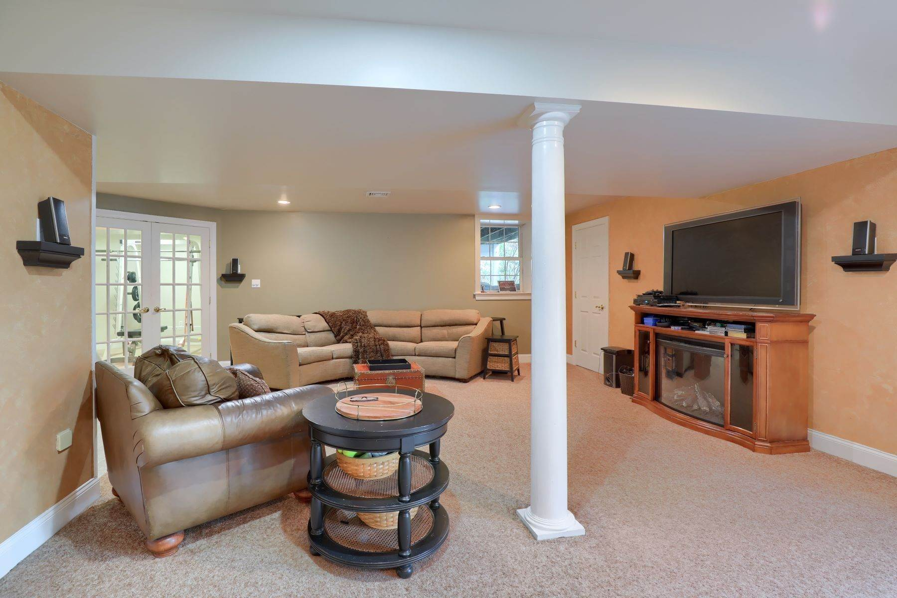 33. Single Family Homes for Sale at 195 W Millport Road Lititz, Pennsylvania 17543 United States