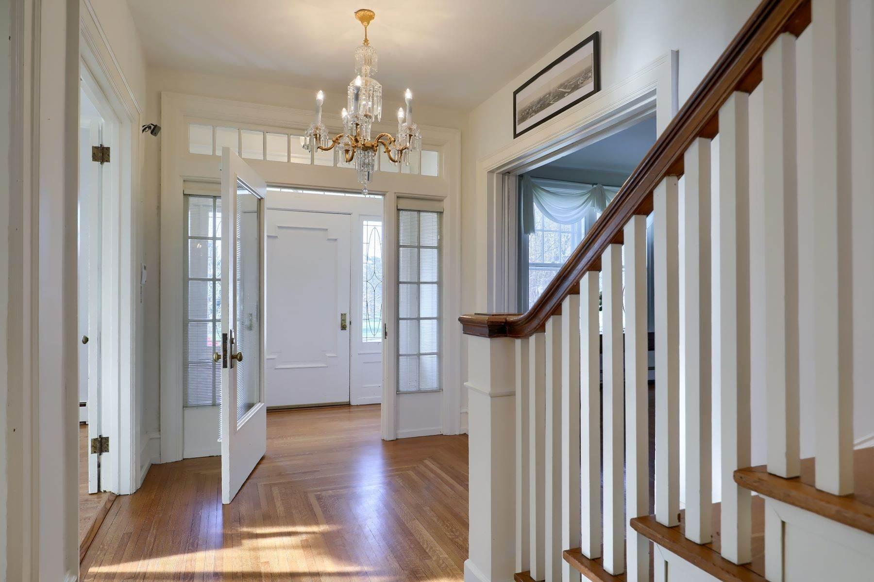 10. Single Family Homes for Sale at 206 E Granada Ave Hershey, Pennsylvania 17033 United States