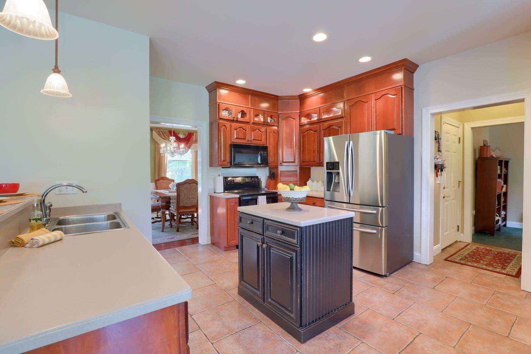 16. Single Family Homes for Sale at 195 W Millport Road Lititz, Pennsylvania 17543 United States