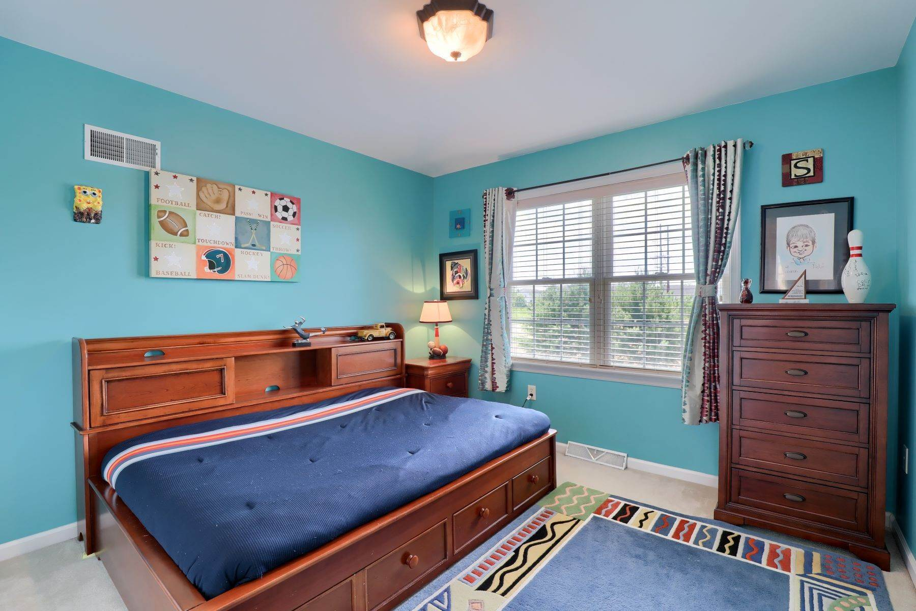 25. Single Family Homes for Sale at 18 Jared Place Lititz, Pennsylvania 17543 United States
