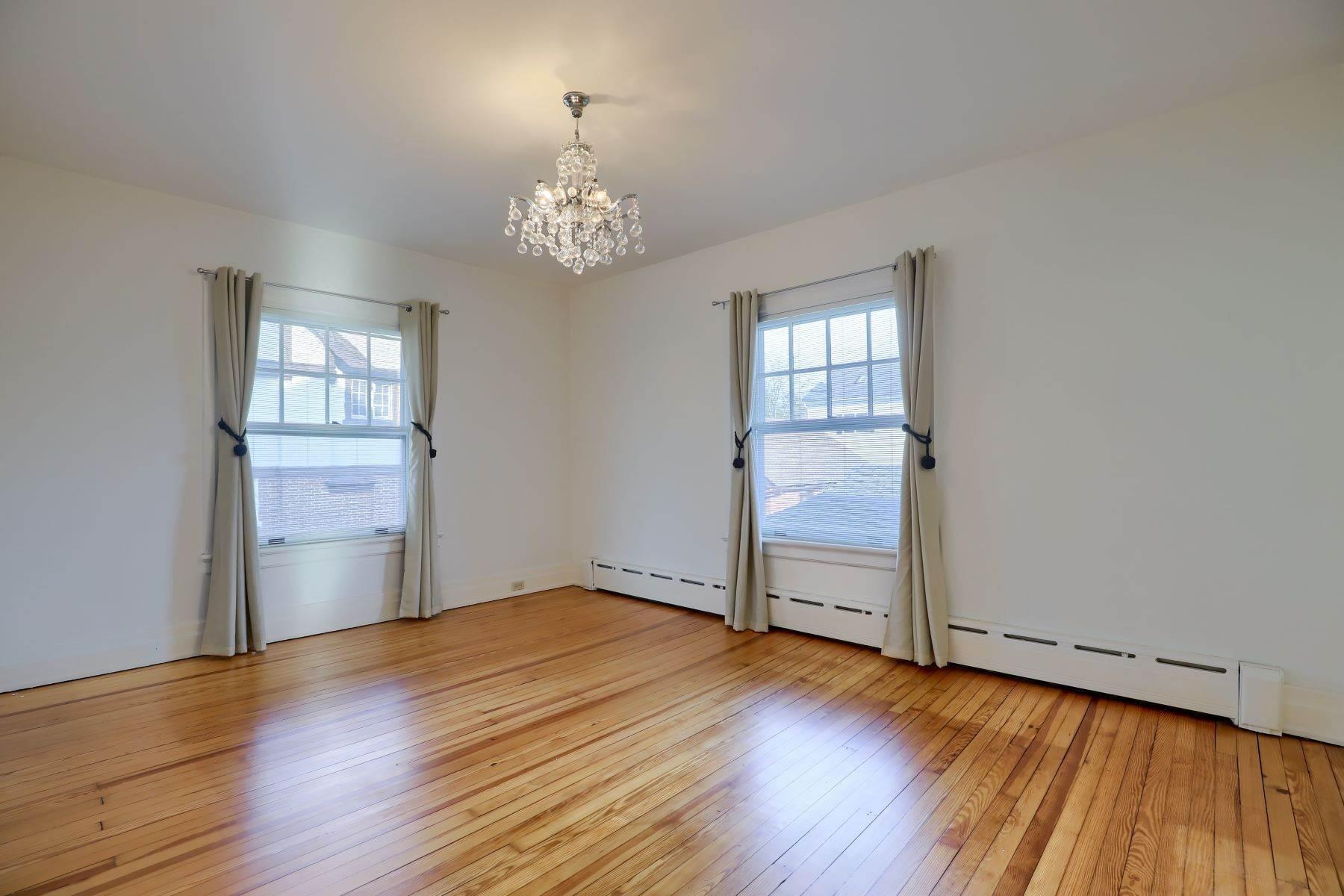 25. Single Family Homes for Sale at 206 E Granada Ave Hershey, Pennsylvania 17033 United States