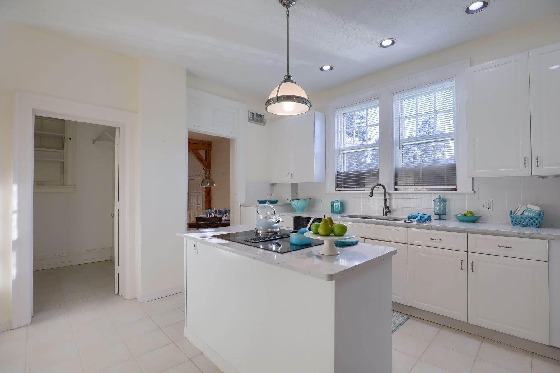4. Single Family Homes for Sale at 206 E Granada Ave Hershey, Pennsylvania 17033 United States