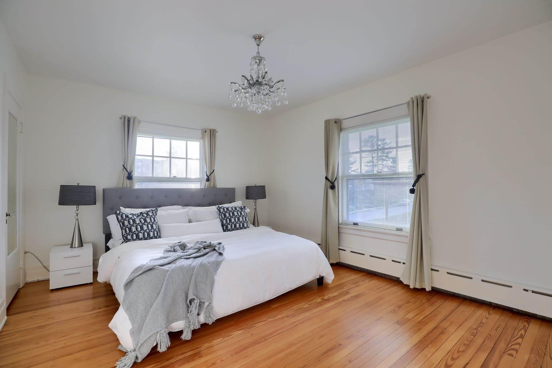 28. Single Family Homes for Sale at 206 E Granada Ave Hershey, Pennsylvania 17033 United States