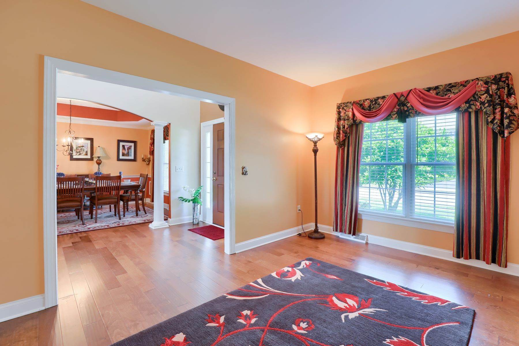 17. Single Family Homes for Sale at 18 Jared Place Lititz, Pennsylvania 17543 United States